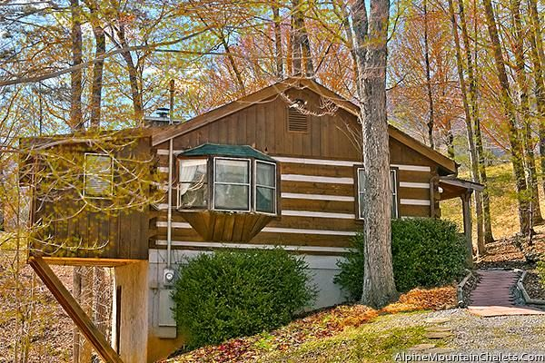 Get N Lucky is charming one bedroom cabin just 5 miles west of the main  parkway in Pigeon Forge! - Pigeon Forge