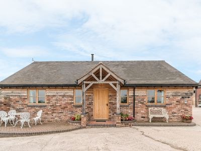 Photo for THE BARN, family friendly, with open fire in Leighton, Ref 929381