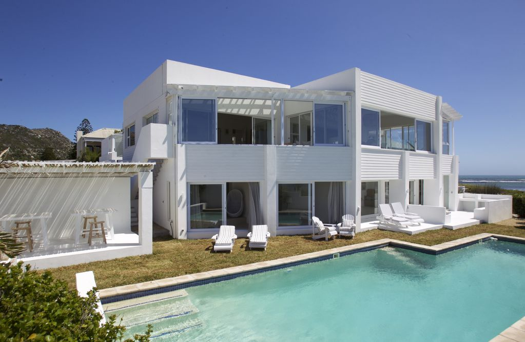 Cape town beach front house modern beach front house cape for Beach house design cape town