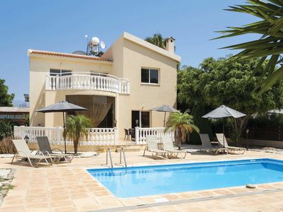 Photo for Spacious villa ideally located within walking distance of beach and popular resort