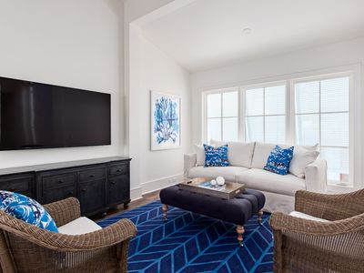 Photo for 1bd/1ba by Cabana Pool, Separate Bedroom, 2 Bikes, 2 Beach Chairs & Umbrella