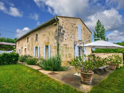 Photo for Beautifully renovated gite with a private pool surrounded by vineyards.