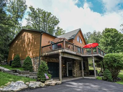 Centrally located chalet with 5 master suites!