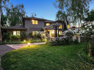 Photo for Gorgeous Sonoma home, secluded, close to town, with pool