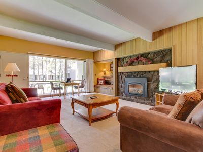 Photo for Cozy condo w/ private hot tub & SHARC passes - great location!
