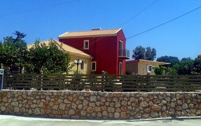 Photo for Villas Spedion : 2 houses in a nice garden, shared jacuzzi, close to the sea
