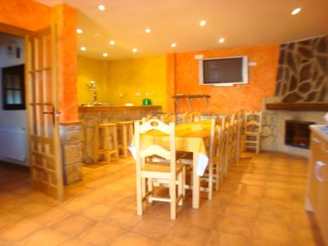 Holiday cottage (6-14 people) with pool, private fireplace internet.