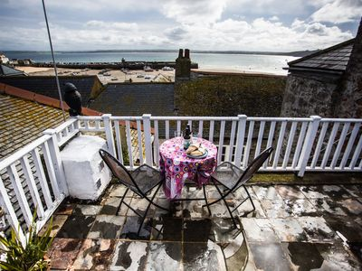 Photo for Fantastic location in centre, sleeps up to 8. Superb views