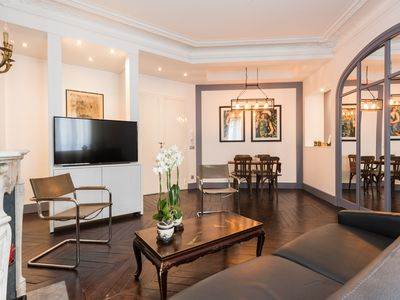 Photo for Amazing apartment for 6 near Champs Elysées, Parc Monceau and Blvd Haussmann