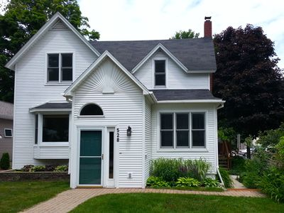 DOWNTOWN Traverse City House Sleeps 8,  By the Bay, Walk to Beach and Downtown!