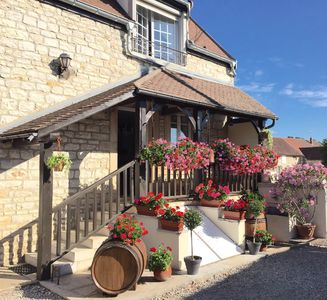 Photo for Cottage 1-6 people, quiet, between Beaune and Nuits Saint Georges