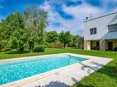 Photo for Elegant and modern villa at 50 m from the lake with garden, swimming pool