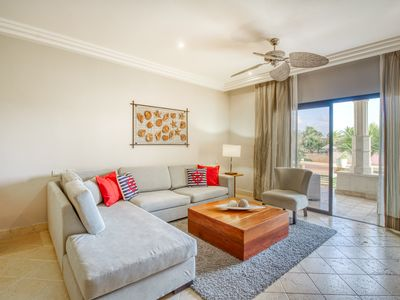 Photo for Garden-level apartment w/ patio & shared pool, tennis & Ping-Pong!