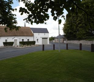Unique Thatched Cottage Sleeps 10 only 10 minutes from New Grange