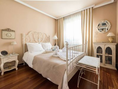 Photo for Luxury room with breakfast 20 minutes from IFEMA and the center of Madrid