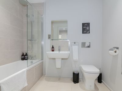Photo for Lovely 1 bed city centre apartment - sleeps 4