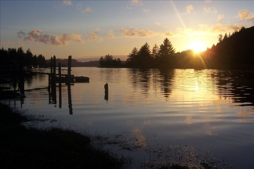 Anglers acre 2 5 bedroom 2 bath home on the alsea river for Alsea river fishing report