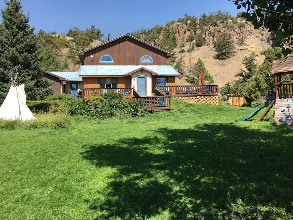 Paradise mountain retreat yellowstone paradise valley for Mountain house coupon