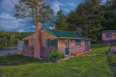 Eagle View Lake House located in the Hocking Hills, Lake front property.