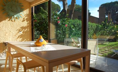 Dinning room with garden view