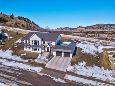 Large Modern Farmhouse with Rooftop Deck!