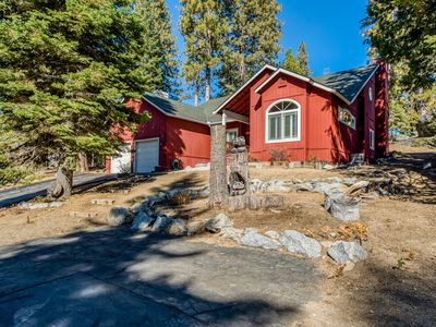 Spacious, family home in a peaceful location close to town, lake, & skiing!