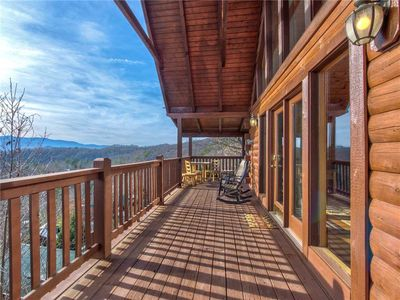 Photo for Timeless Mountain View, 3 Bedrooms, Pool Access, Hot Tub, Arcade, Sleeps 10