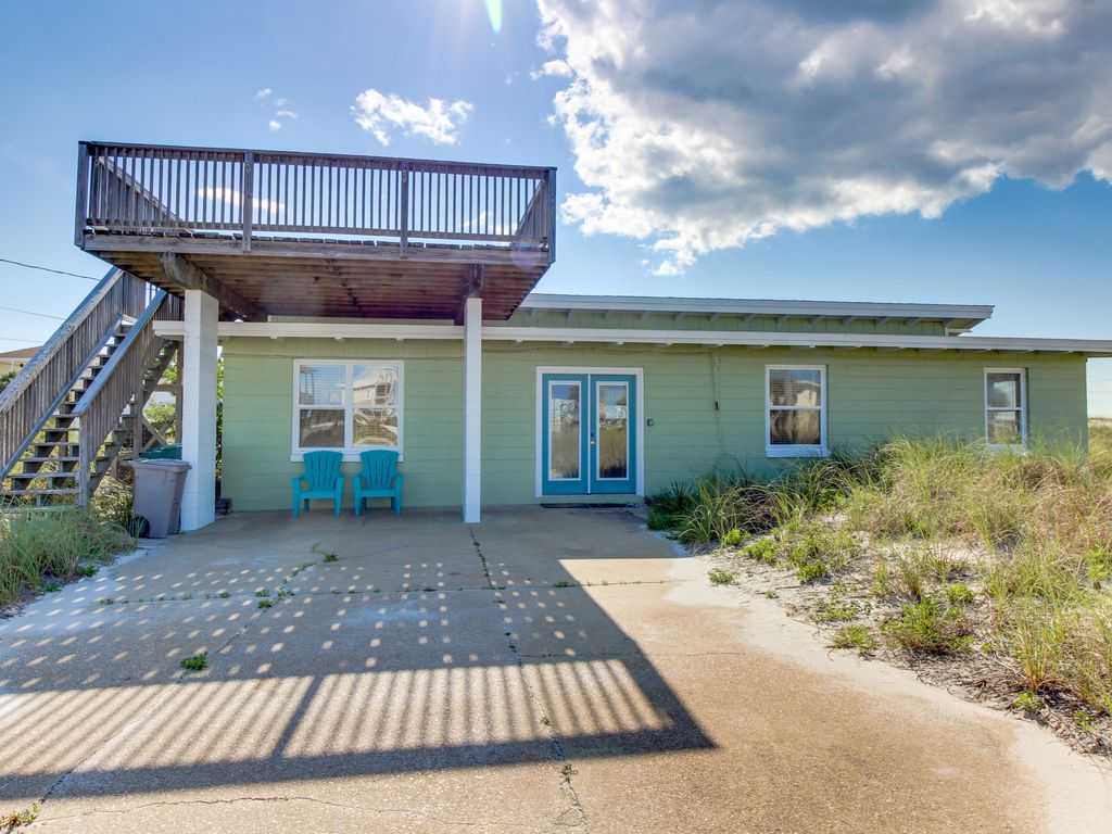 Vintage Dog Friendly Cottage With Ocean Views Sun Deck 150 Ft From The Beach Vrbo