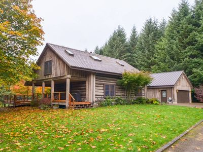 Photo for Gorgeous One of a Kind Log Home in Wine Country