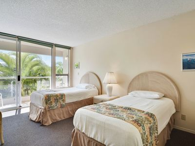 Photo for Cozy suite with shared pool, hot tub, tennis - moments from beach!