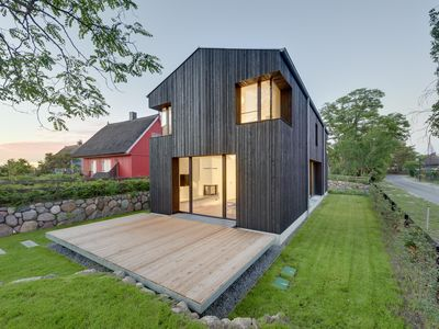 Photo for Modern cottage with fireplace and sauna for 4 persons at the Baltic Sea