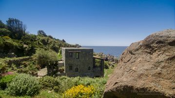 A unique retreat on Ischia island west coast with private access to the sea