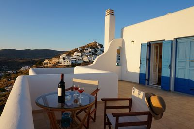 An amazing experience for our visitors because expect the stunning, unforgettable views of the Aegean Sea and Chora, you can embrace the quietness and dreamy situation that you might seek - Upper level balcony