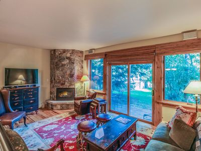 Photo for Ptarmigan townhome w/ shared pool & hot tub - on the bus route to the Village