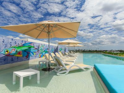 Photo for NEW LISTING! Modern apartment w/ shared rooftop pool & pool spa- great location!