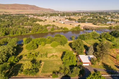 Red Mountain Villa located on the Yakima River next to Red Mountain AVA.