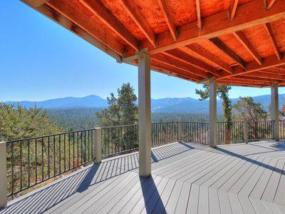 360 Panorama: Amazing Views! Pool Table! High End! Deck! BBQ! Cable TV! Master Suite!