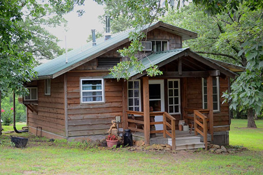 Ozark cozy cabin with location near fayetteville and for Cozy cabins rentals