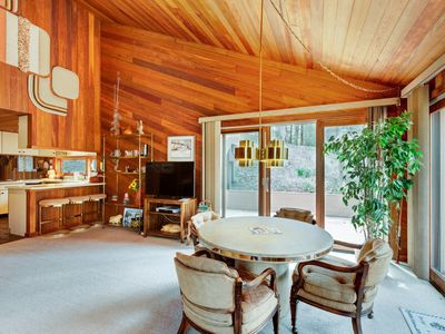 Photo for Mid-century modern home with expansive deck, full kitchen- clubhouse access!