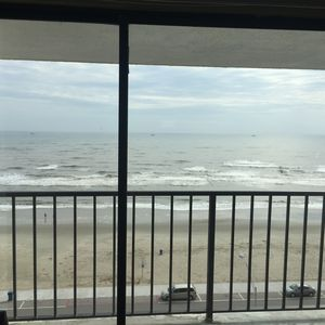 Beautiful Renovated 2 Bedroom Vacation Condo in Galveston - Great Gulf Views