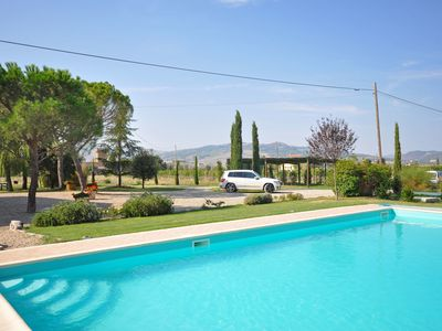 Photo for Villa with WIFI, private pool, TV, pets allowed, panoramic view, parking, close to Montepulciano