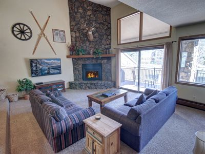 Photo for Spacious 4 Bdrm w/Ski Slope Views, Private Hot Tub & Garage- Enclave 5