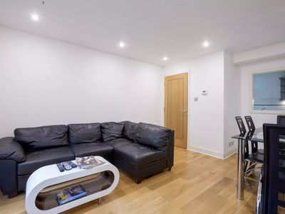 Photo for APARTMENT FOR 4 PEOPLE IN CENTRAL LONDON