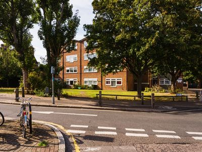 Photo for Charming Three Bedroom Apartment in Putney