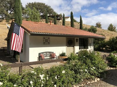 Secluded Wine Country Cottage in the Rolling Hills of Santa Ynez, 5 min to town