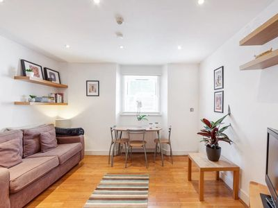 Photo for Charming 1bed apartment 2 mins to Chalk Farm tube