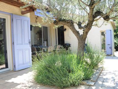 Photo for A charming and well-equipped house with pool right in the heart of the Alpilles