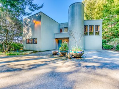 Photo for Mid-century home w/floor-to-ceiling windows - great views!