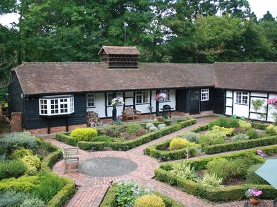Photo for Country cottage nr Guildford/Woking. Easy access to London (30 minutes)
