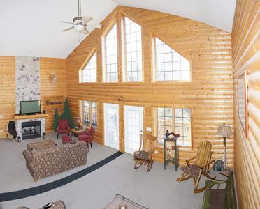 Highest rated lux cabin sleeps 14 Hike/fish/boat/golf/horseback/ chefs kit/WiFi